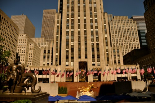 30 Rockefeller Plaza building, golden statue and fountain