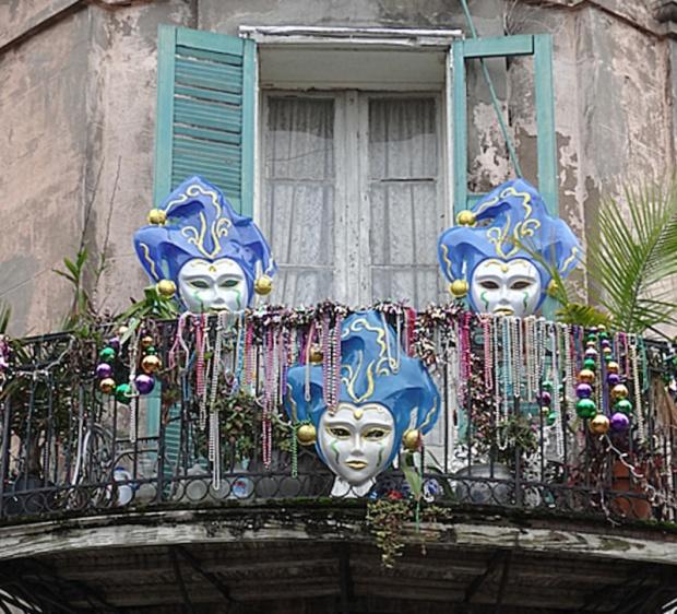 mask balcony