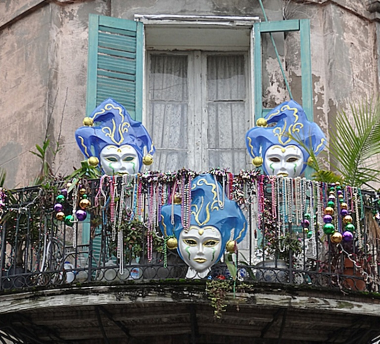 mask balcony