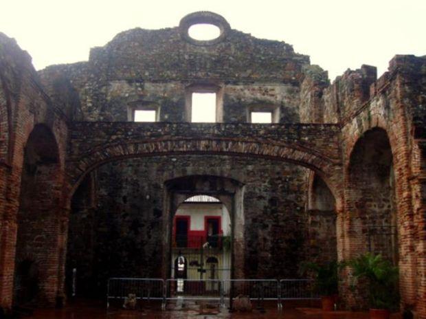 "the ""flat arch,"" Casco Viejo"