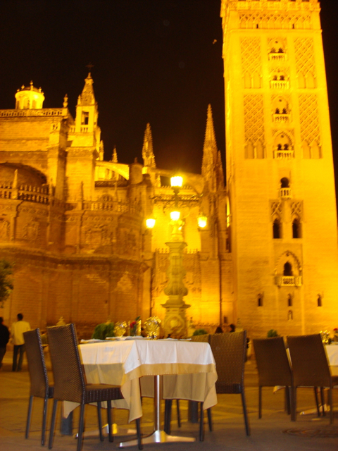 the Cathedral and Giralda tower at night
