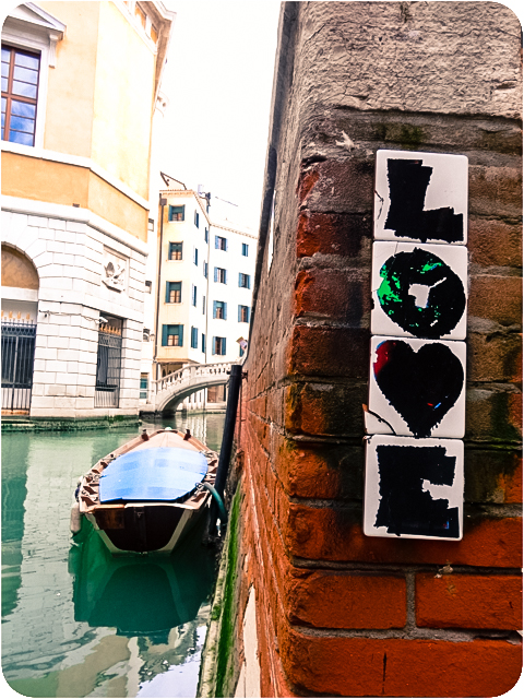 Love gondola