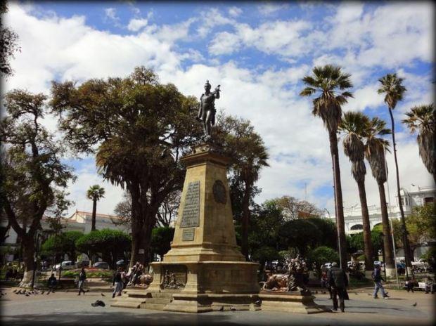 Plaza 25 de Mayo (town square)