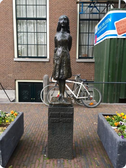 Ann Frank statue